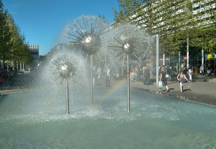 dandelion-fountain-3373885_1280