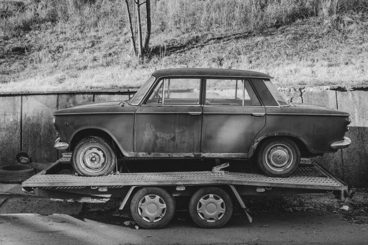 transport-uszkodzonego-samochodu